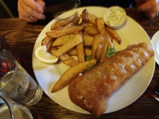 South Walsham, UK: Fish and hand cut chips.
