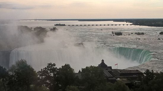 Oakes Hotel Overlooking the Falls: From the room - amazing!