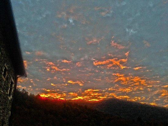 Parrano, Italia: Early morning sun