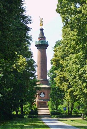 Fehrbellin Wustrau-Altfriesack, Niemcy: Siegessäule Hakenberg