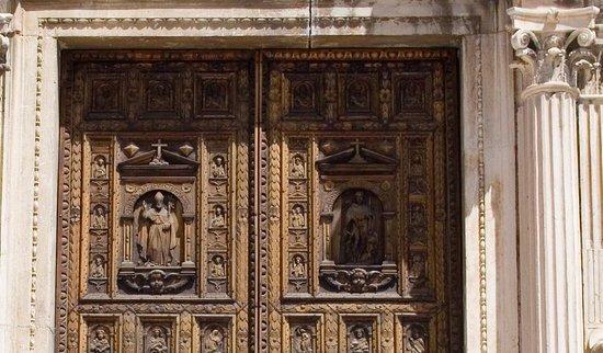 Portale della Chiesa di San Biagio: Portale San Biagio Formelle superiori
