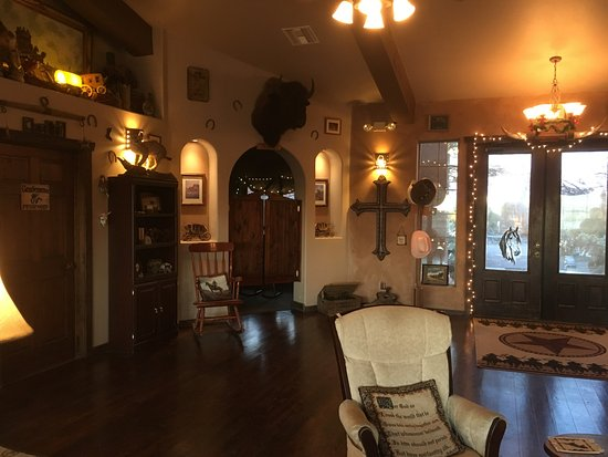 Yucca, AZ: Lounge area