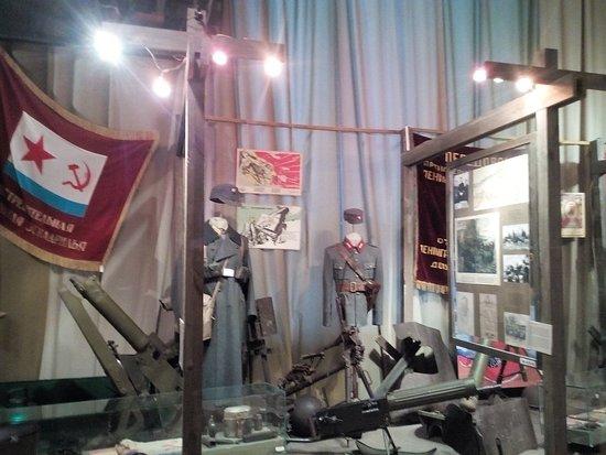 State Memorial Museum of Leningrad Defense and Blockade: оружие и форма Красноармейцев и немецких захватчиков
