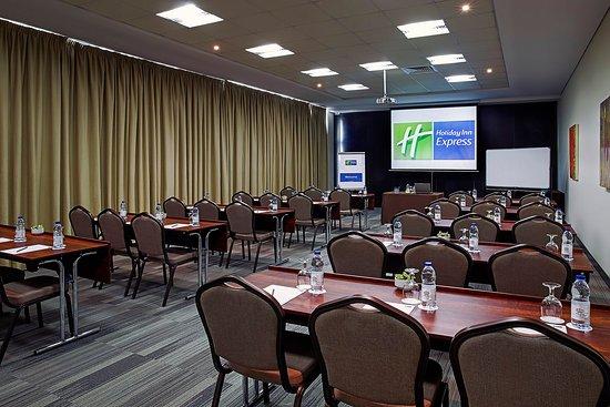 Holiday Inn Express Dubai-Internet City : Meeting Room