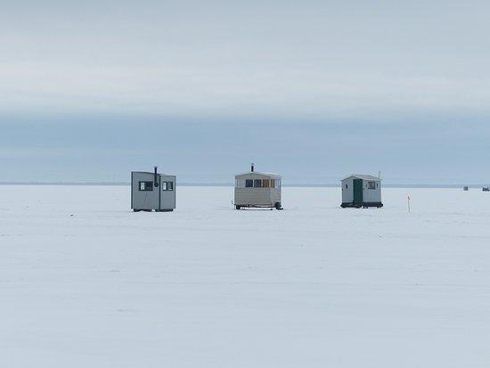 Pierreville, Canadá: pêche sur la glace du Lac Saint-Pierre avec Toni et Serge