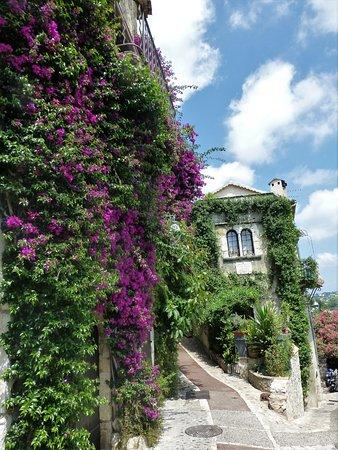 Saint-Paul de Vence: Colourful streets in St Paul de Vence