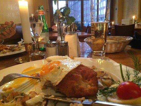 Cafe Orange : Das Holsteiner Schnitzel mit Bratkartoffel war toll