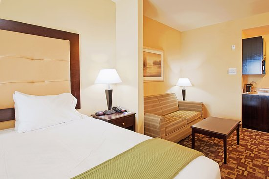 Holiday Inn Express Hotel & Suites Foley: Holiday Inn Express & Suites Foley/N Gulf Shores AL King Bed Suite