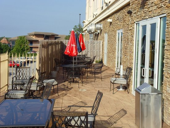 Holiday Inn & Suites Rogers - Pinnacle Hills: Guest Patio