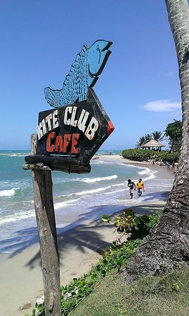 Kite Club Cafe : From the chill area by the beach