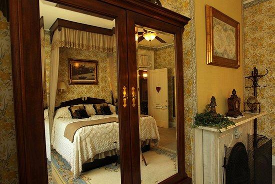 Pinehill Inn : Bonaparte Room