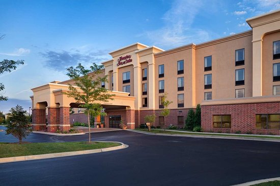 Hampton Inn and Suites Chicago-Libertyville: Hotel Exterior