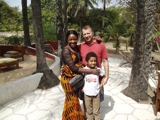 Kafountine, Senegal: The owners Justine, Eric, and their son