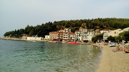 Drvenik, Croatia: kamienková pláž