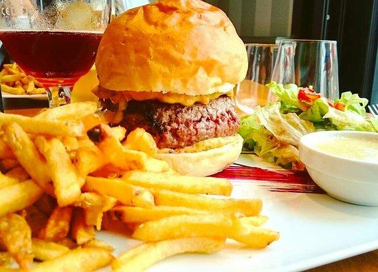 Cuisine Fait Maison Specialite Burgers Picture Of Offside Bay