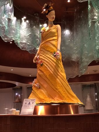 Bellagio Chocolate Fountain: The sculpture of a lady out of chocolate