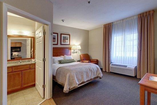 Enterprise, AL : Queen Bed Guest Room