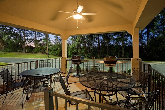Enterprise, AL: Outdoor Gazebo Grill