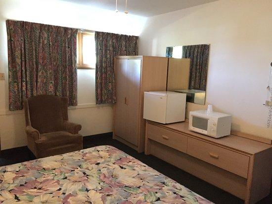 Abilene, KS: 1 King Bed Room