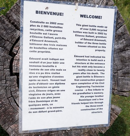 Wellington, Kanada: Some information about the Bottle houses in French and also in English.