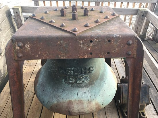 Saugerties Lighthouse: Fog bell on the hotel deck.