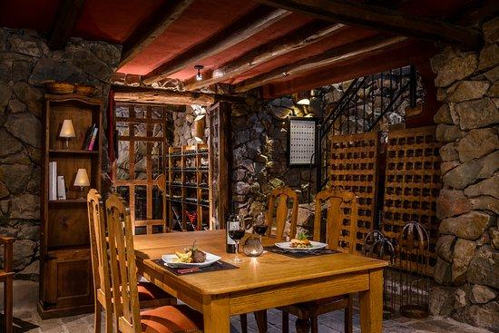 Lares de Chacras: Cava - Wine Cellar