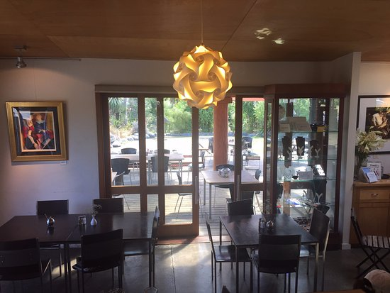 Two Rivers cafe: Lower level dining area