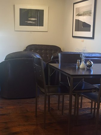 Two Rivers cafe: Comfy chairs
