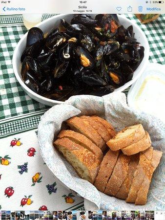 Bella-Sicilia Sicilian Cooking Lesson: Mussels soup (pepata) spicy
