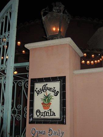 Las Casuelas Quinta : signage