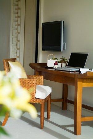 Princess D'An Nam Resort & Spa: Mandarin Suite Working Table