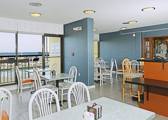The Breakers Resort Inn: Boardwalk Cafe- open for Breakfast and Lunch