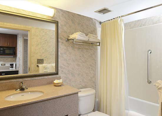 The Breakers Resort Inn: Bathroom with blowdryer
