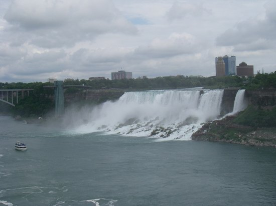 Bridal Veil Falls: This is how it looks from the Canadian side