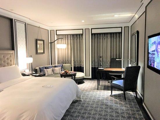 Plaza Athenee Bangkok, A Royal Meridien Hotel Photo