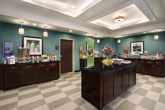 Hampton Inn And Suites York South : Breakfast Area