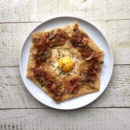 La Crepe Champignon With Crispy Bacon Free Range Sunny Egg Aged Cheddar Sauteed Mushrooms Picture Of La Parisienne Creperie Oakville Tripadvisor