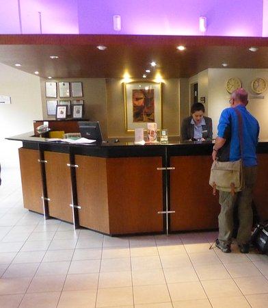 Copthorne Hotel Auckland City: Reception Desk