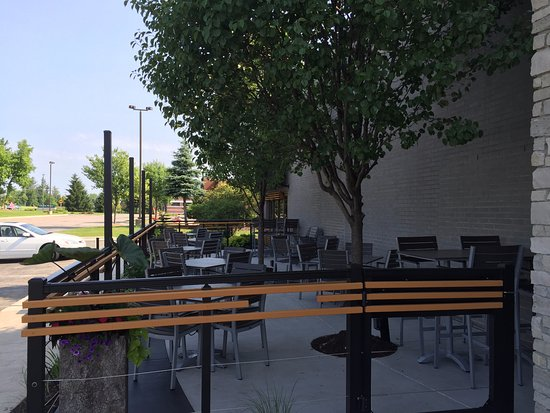outdoor patio picture of twisted rooster east grand rapids rh tripadvisor com