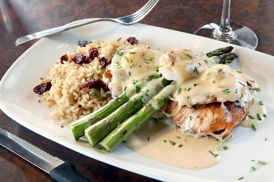 Chesterfield, MI: Twisted Salmon