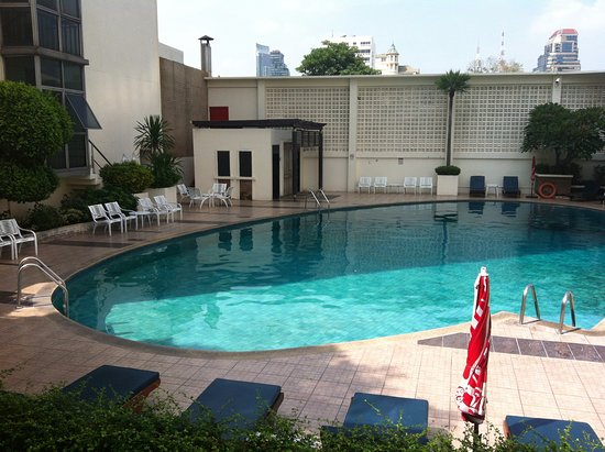 Nice pool area picture of narai hotel bangkok tripadvisor for Nice hotels with swimming pool