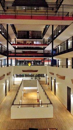 Quality Hotel 11: vue du hall intérieur