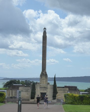 Auckland Hop On Hop Off Explorer: Passing View of Bastion Point Lookout