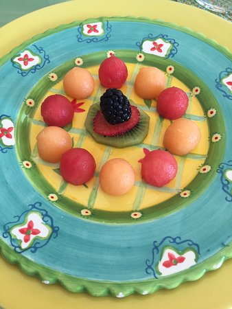 Bellavista Bed & Breakfast: Fresh Island Fruit Plate lovingly prepared each morning...