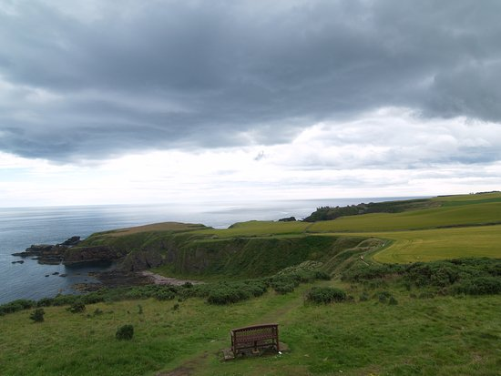 Way from Stonehaven to the Dunnotar castle