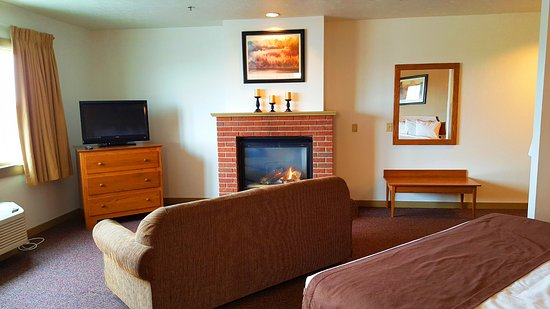 Berlin, Ohio: Picture of our KGFP room with a King Bed & Fireplace