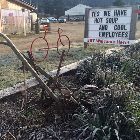 Chimacum Corner Farmstand: hot soup, cool employees