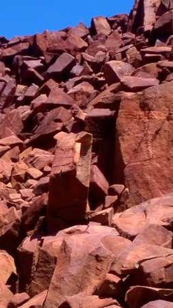 Point Samson, Australia: karratha rocks find ancient drawings and middings