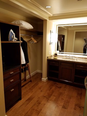 Little America Hotel: Love the closet space and the large vanity area that is separate from the bathroom.