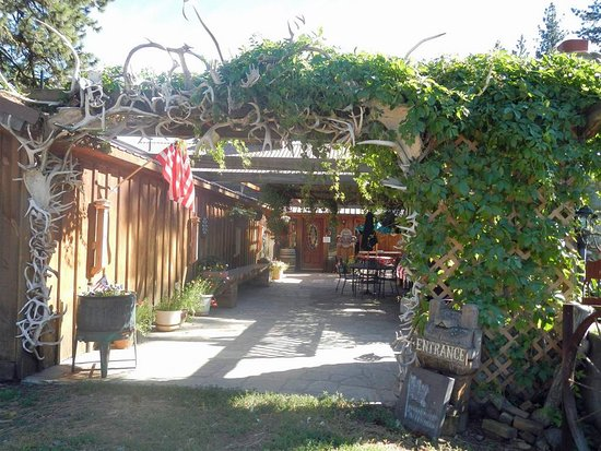 Grangeville, ID: Entrance BBQ patio area